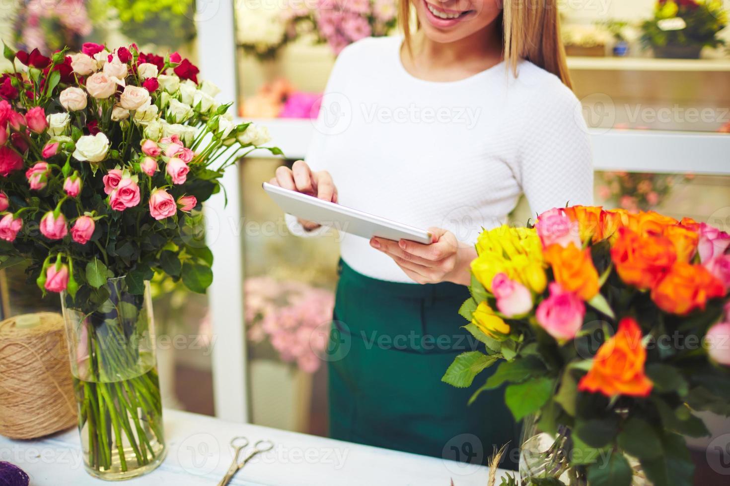 florista com touchpad foto