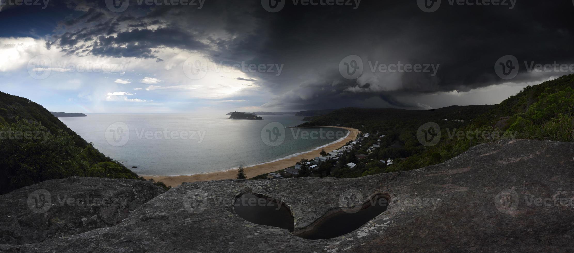 supercell, tempestade, sobre, baía quebrada, pérola, praia, nsw, austrália foto