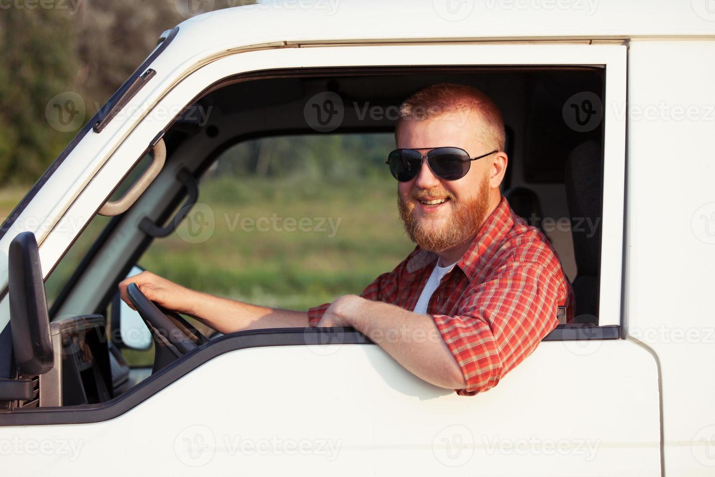 motorista de uma pequena caminhonete foto