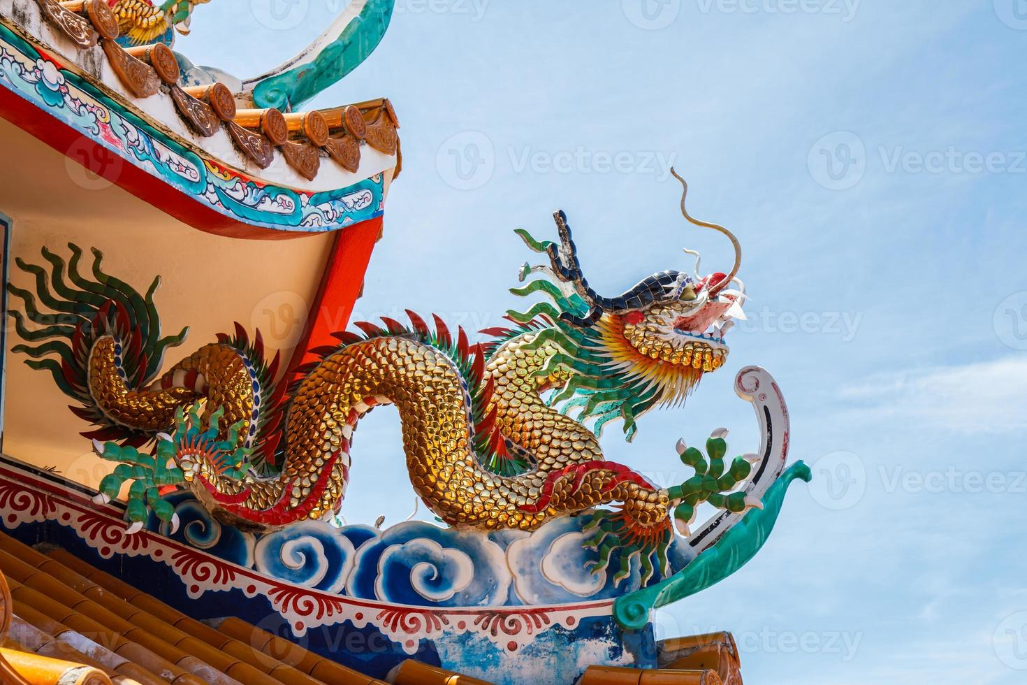 dragões no templo chinês foto