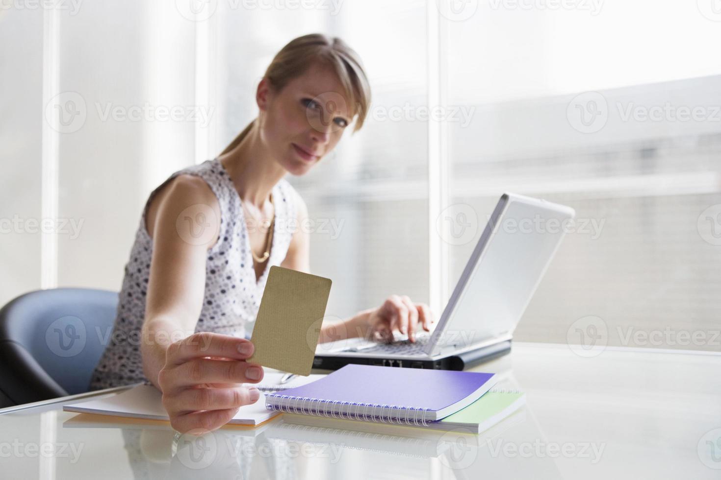 cartão de exploração de mulher foto