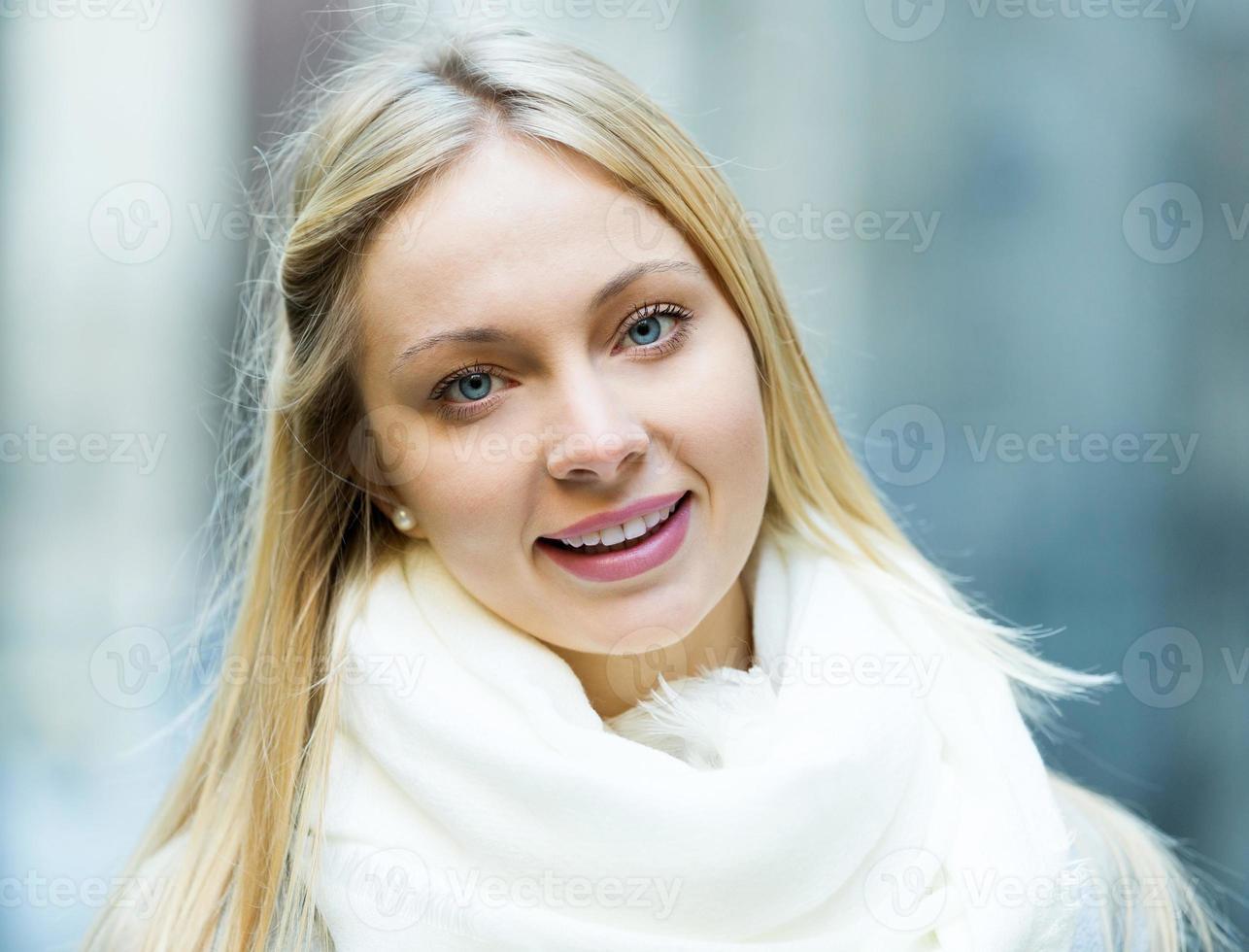 retrato de uma jovem mulher bonita foto