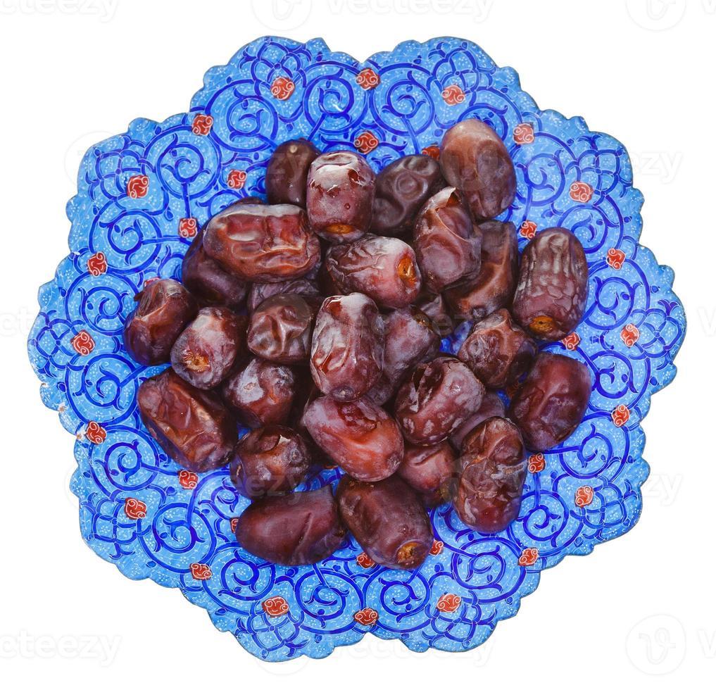 vista superior de datas doces no prato iraniano foto