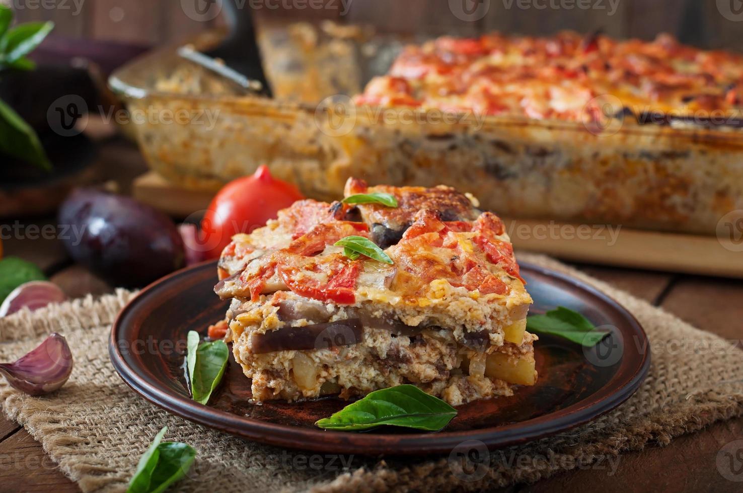 moussaka - um prato tradicional grego foto