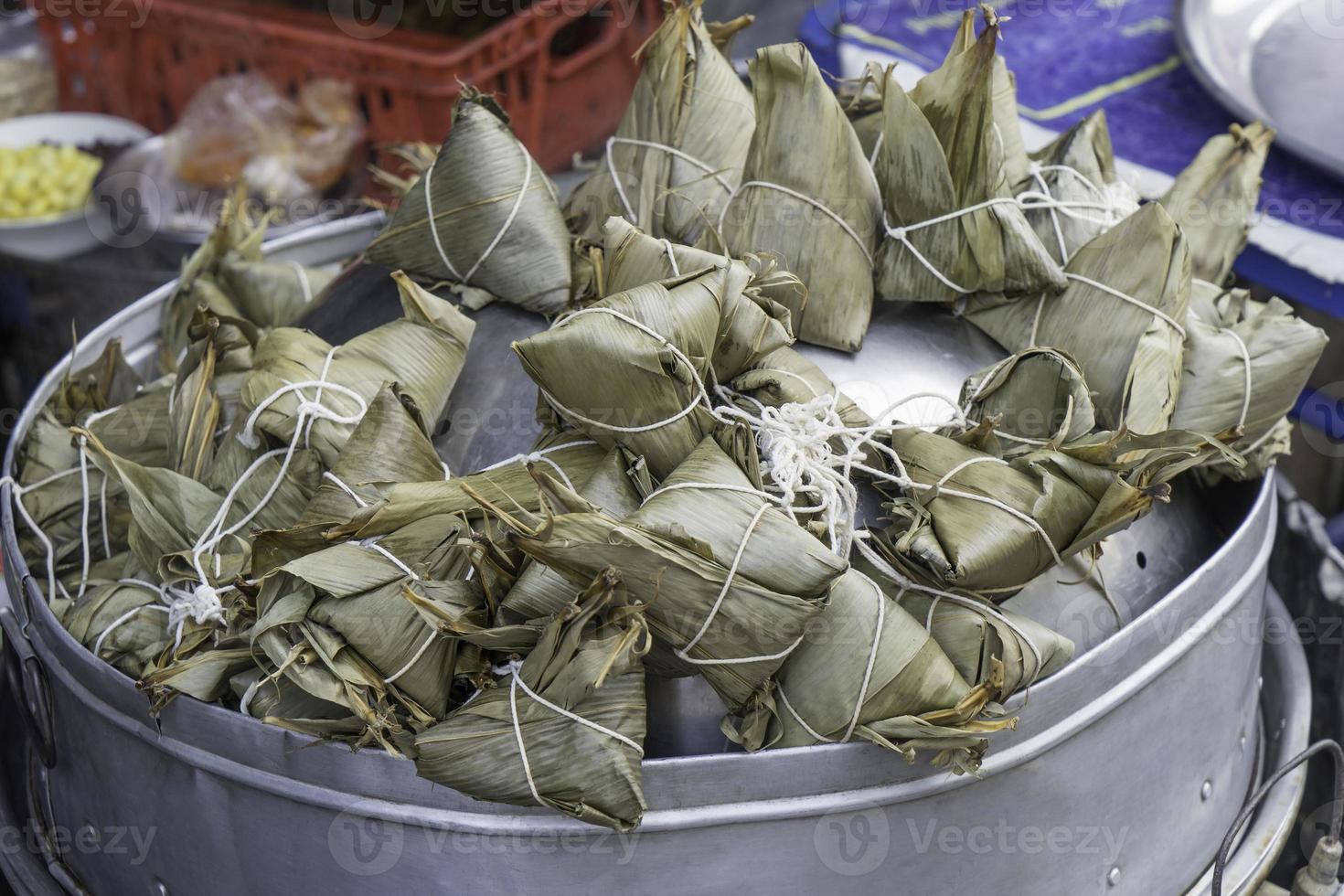 cozinhar zongzi tailandês foto