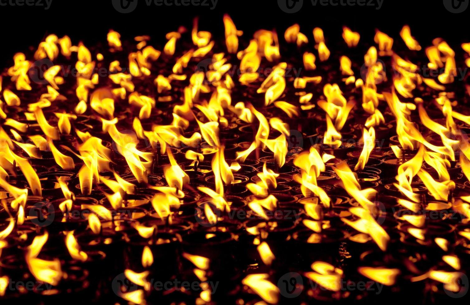 velas no templo de boudhanath foto