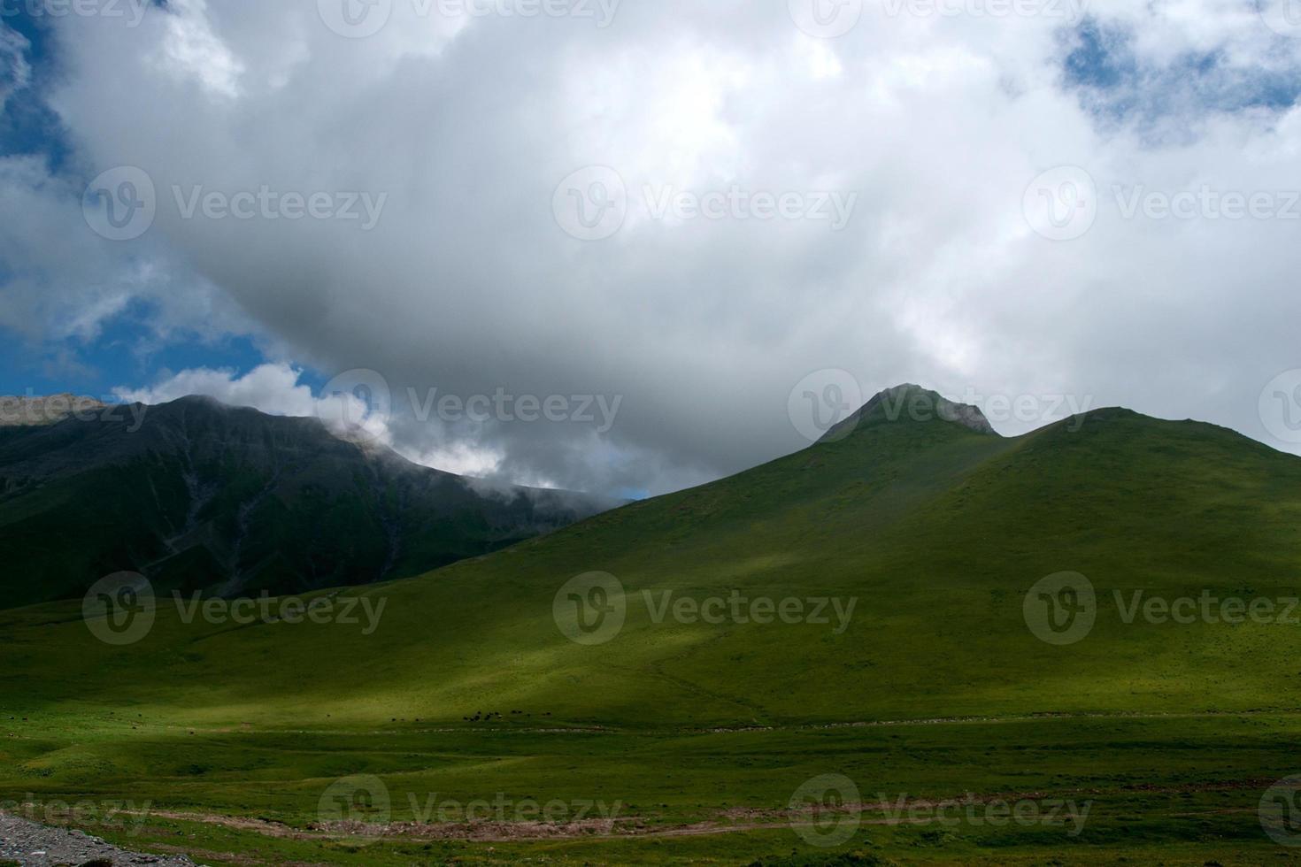 montanhas na geórgia foto
