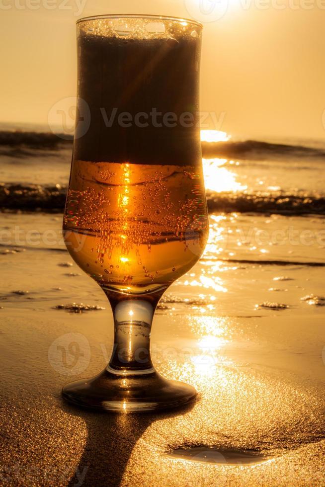 bebida dourada. foto