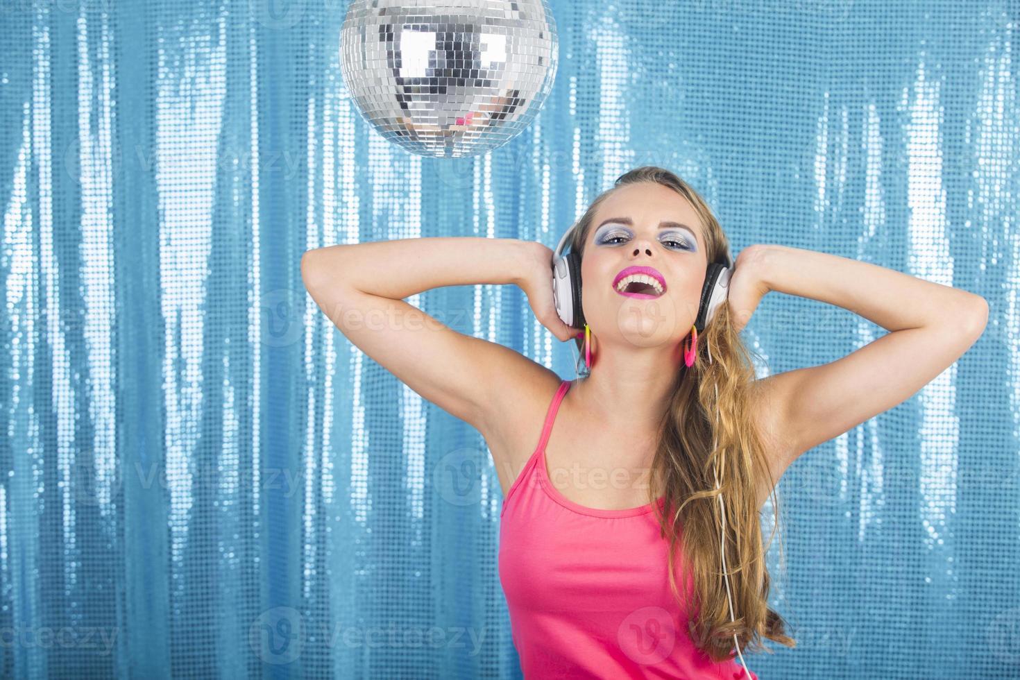 dançando na discoteca foto
