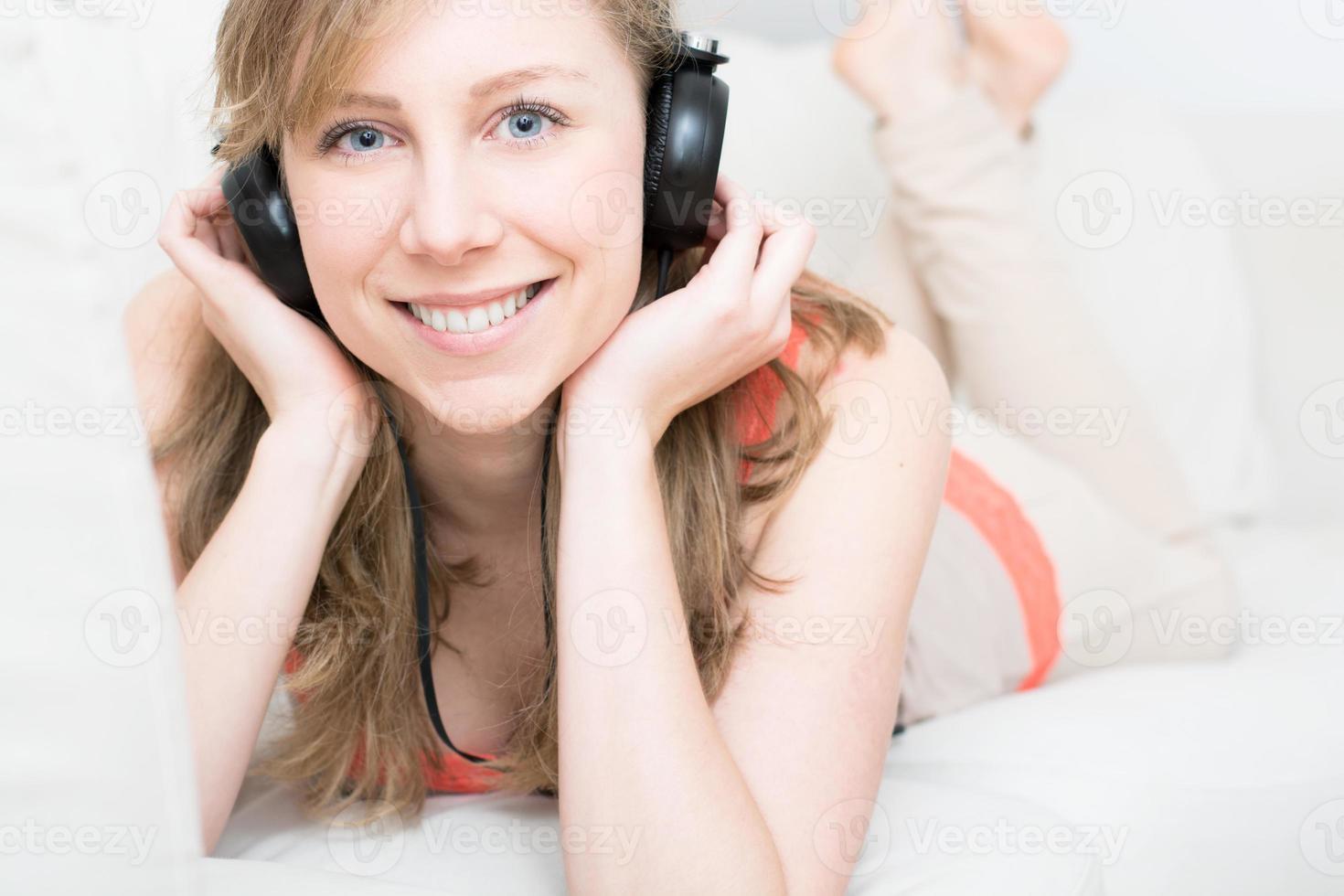 curtindo a música em casa foto