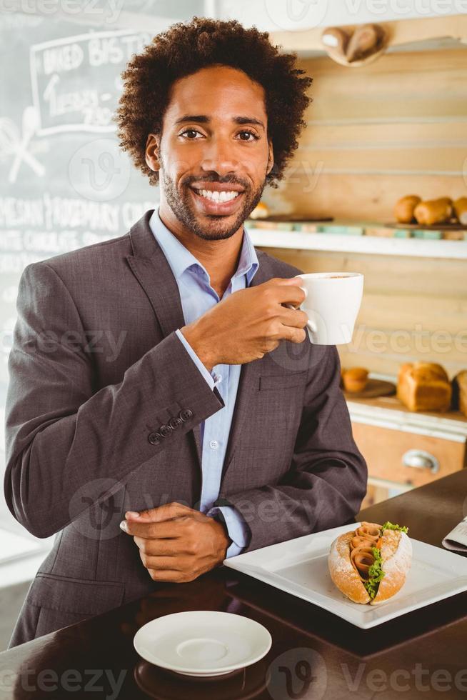 empresário, aproveitando a hora do almoço foto