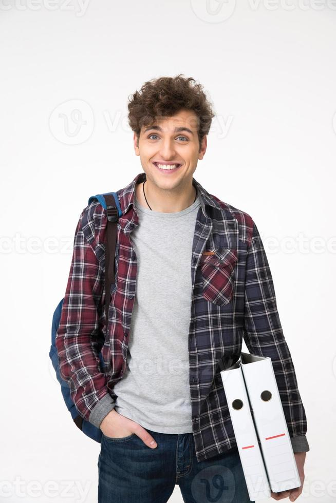 homem de pé com mochila e pastas foto
