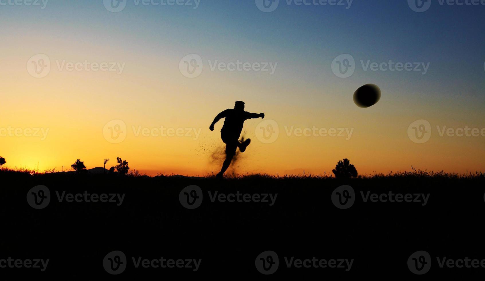 silhueta de futebol foto