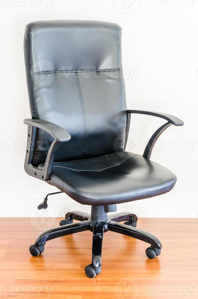 cadeira de escritório de negócios de couro preto foto