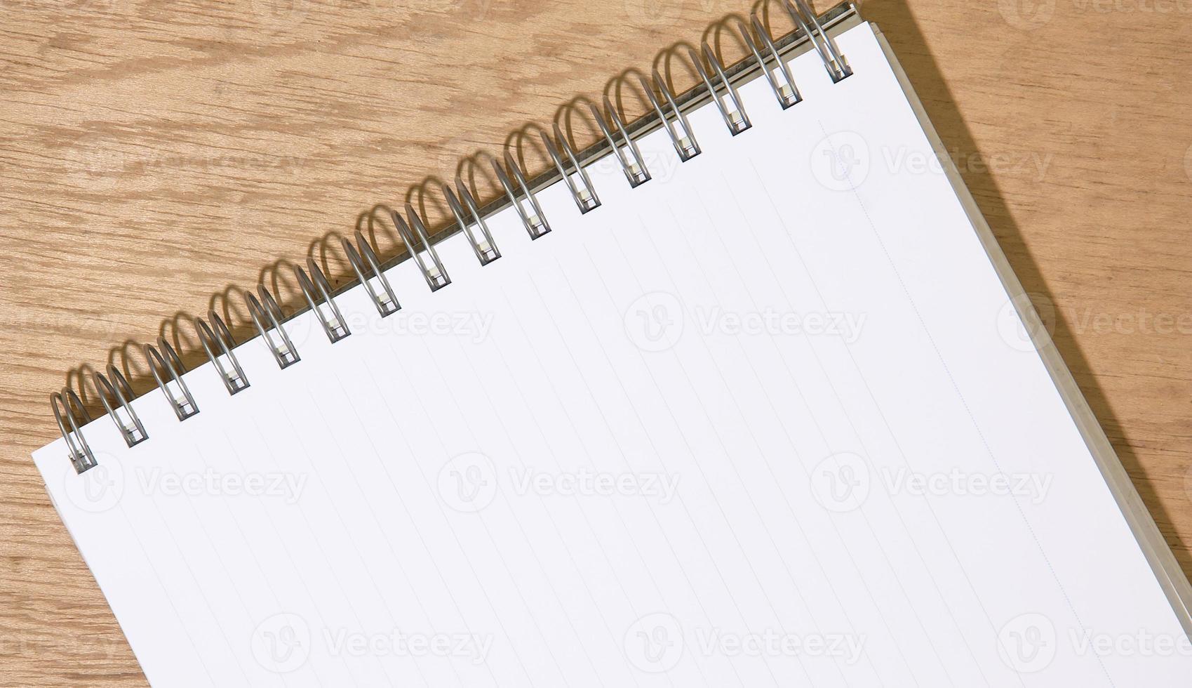 caderno aberto foto