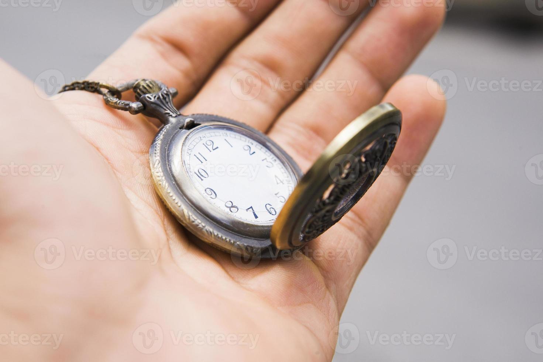 ilustração fotográfica do relógio de bolso sem os ponteiros das horas foto