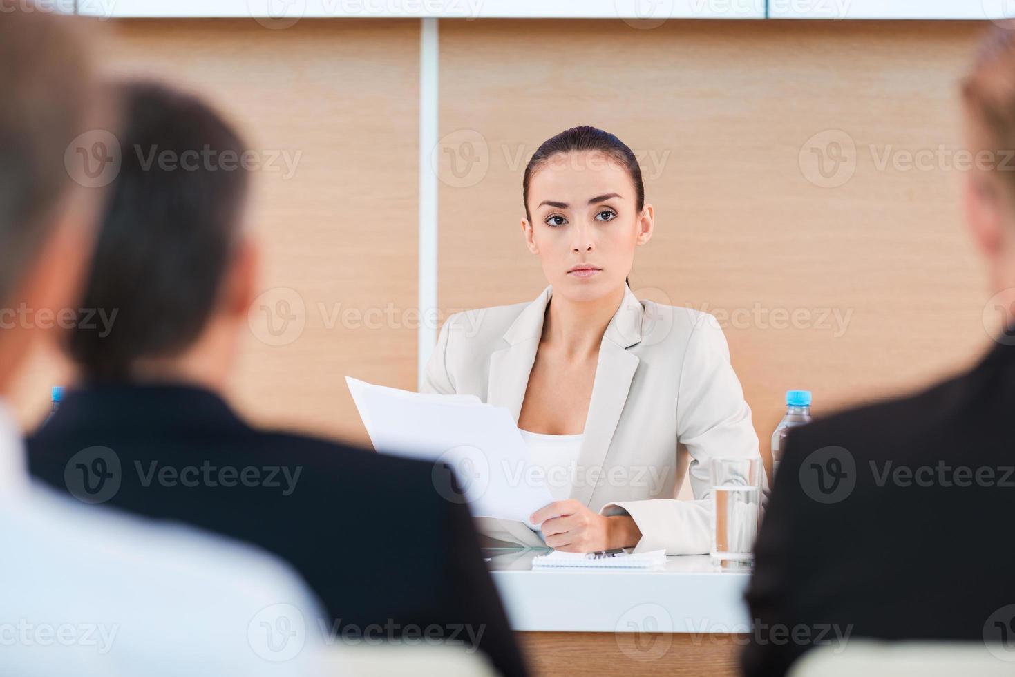 especialista em negócios confiante. foto