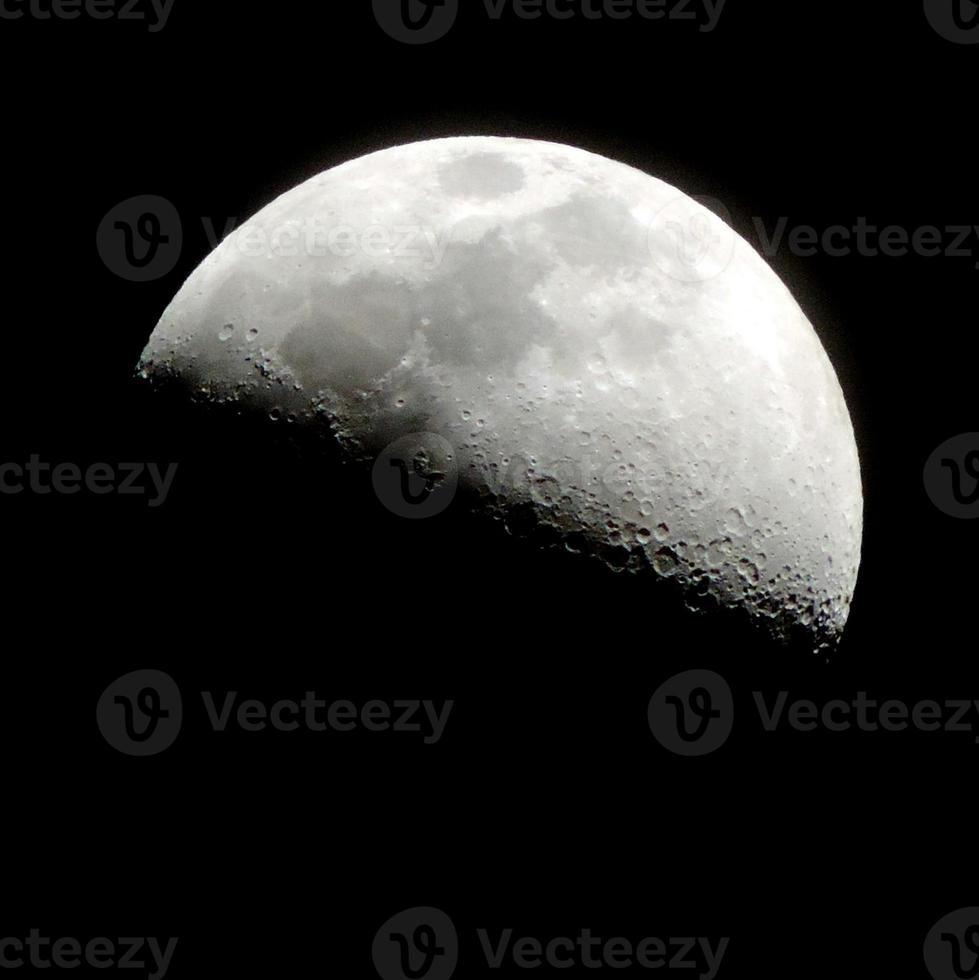 lua crescente, oitavo dia lunar do calendário lunar foto