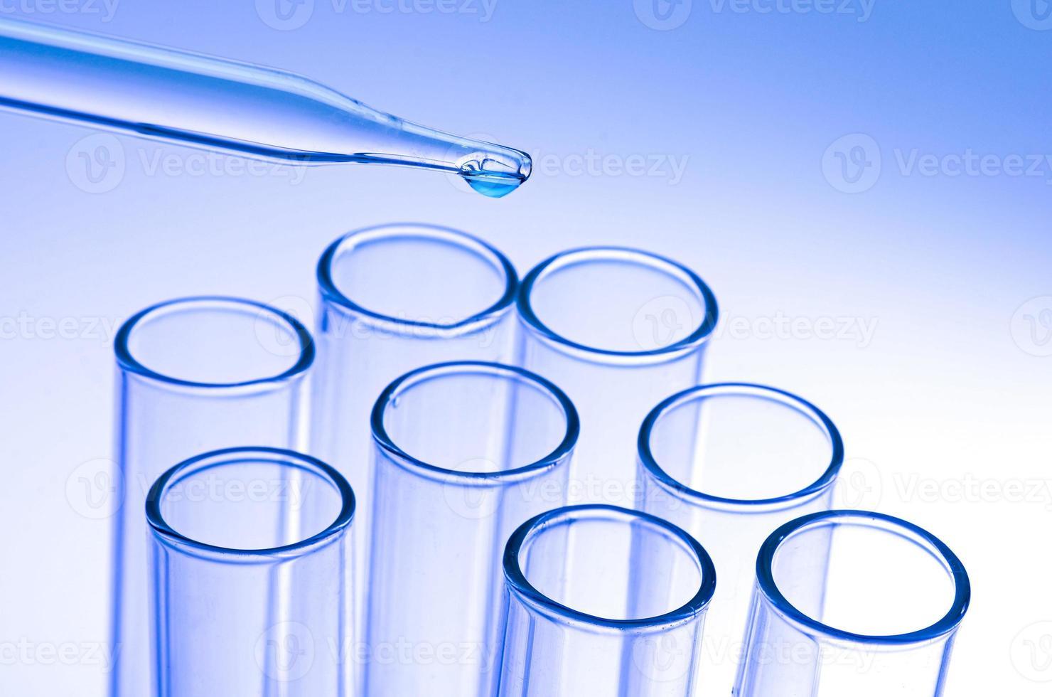 tubos de ensaio de laboratório foto