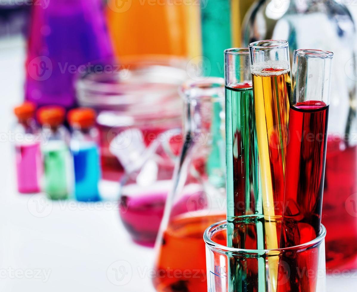 tubos em laboratório foto
