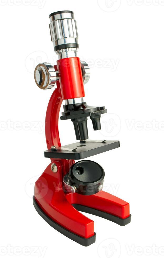 microscópio vermelho isolado no fundo branco com caminho foto