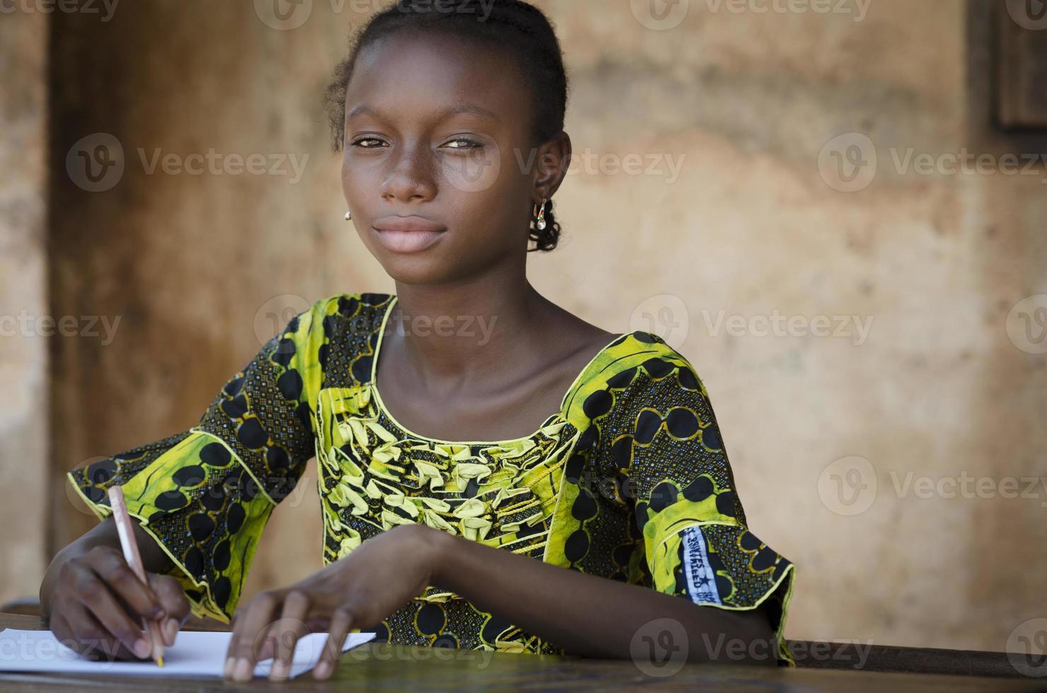 símbolo de educação - estudante adolescente Africano volta às aulas foto