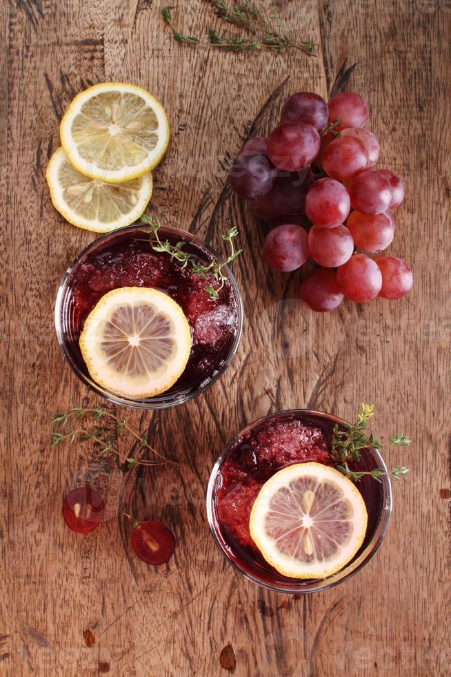 bebida de verão uva vermelha foto