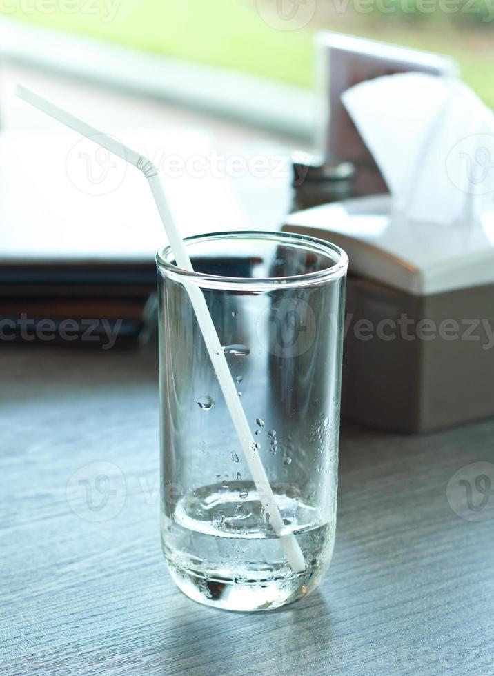 copo de água de bebida. foto