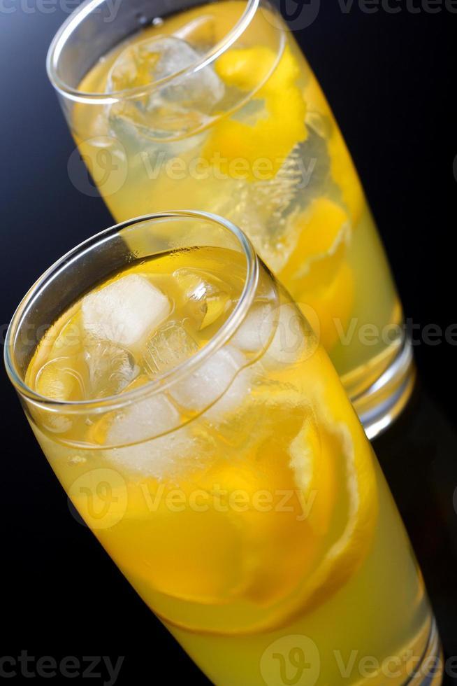 foto de estúdio de duas bebidas