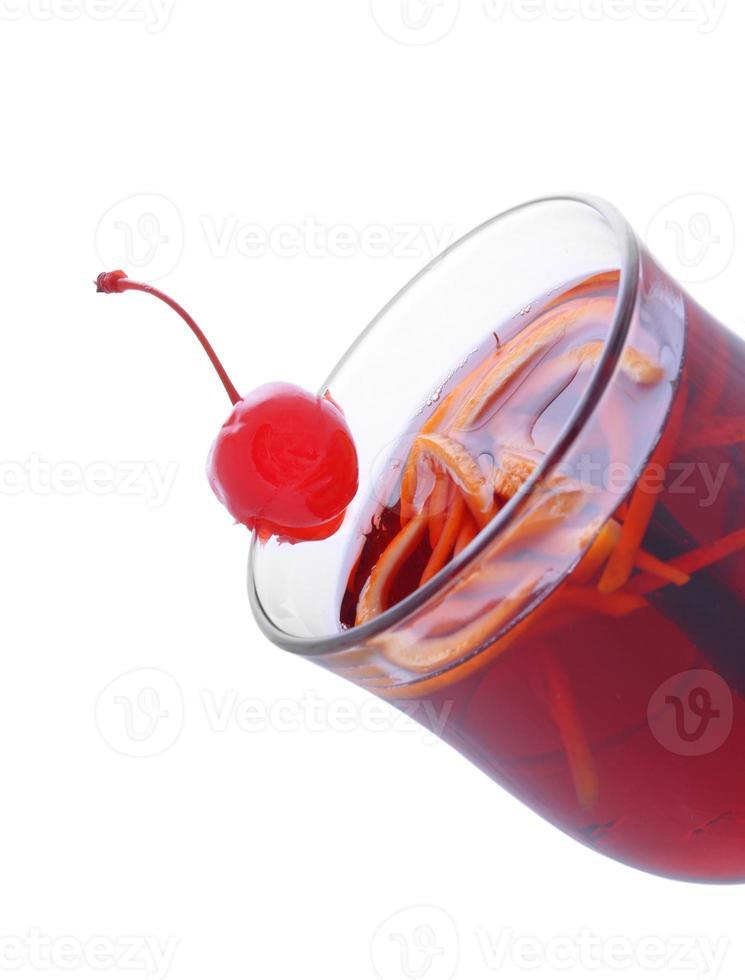 bebidas: ponche de frutas em copos foto