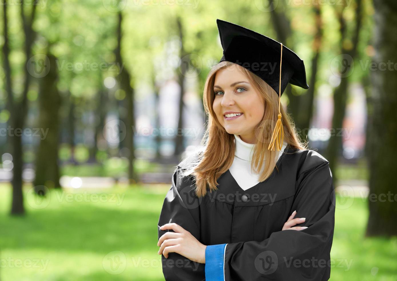 sorridente menina graduada foto