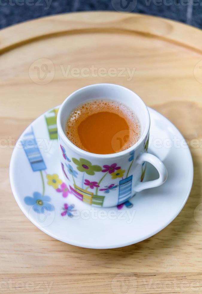 beber água de laranja foto