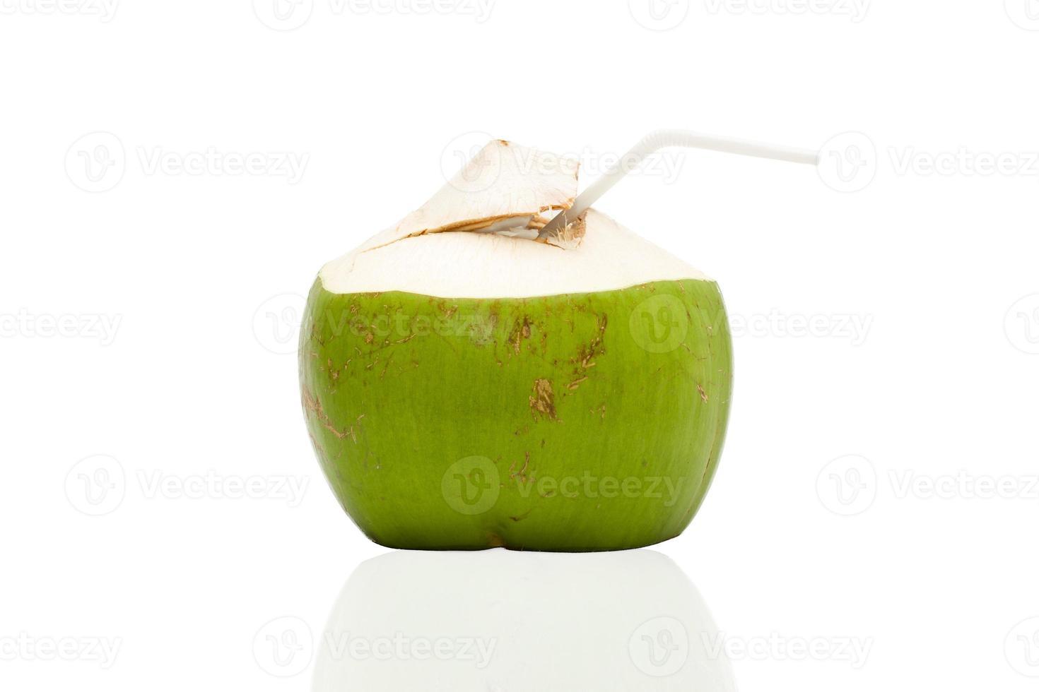 bebida de água de coco fresca foto