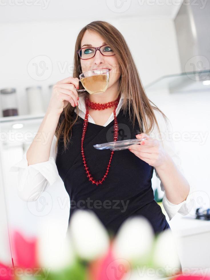 mulher de negócios, bebendo chá foto