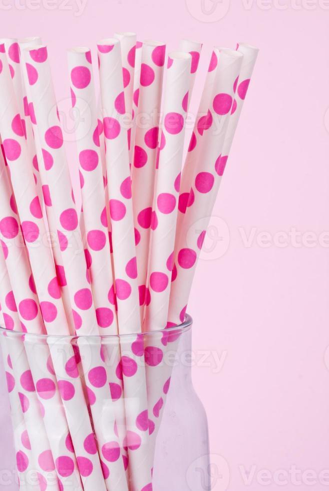 canudos de bolinhas cor de rosa foto