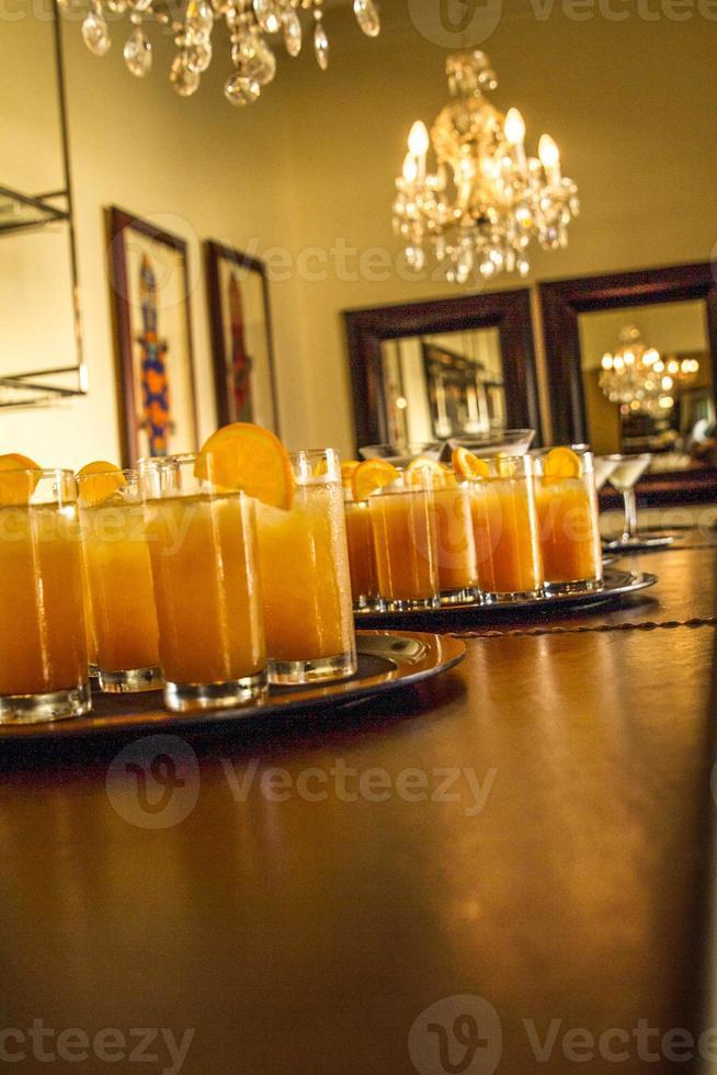 bebidas geladas de laranja foto