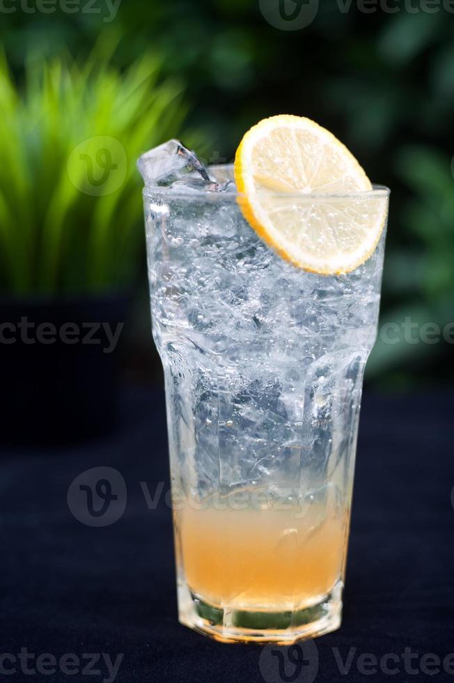 bebidas frutadas com gelo foto