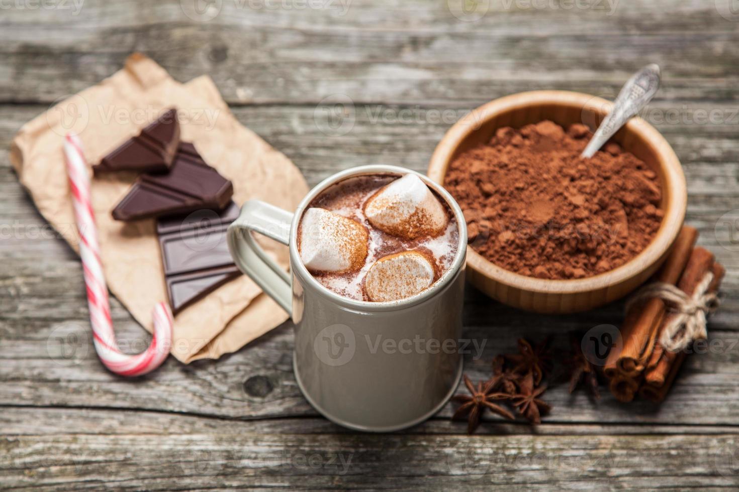 bebida de cacau com marshmallows foto