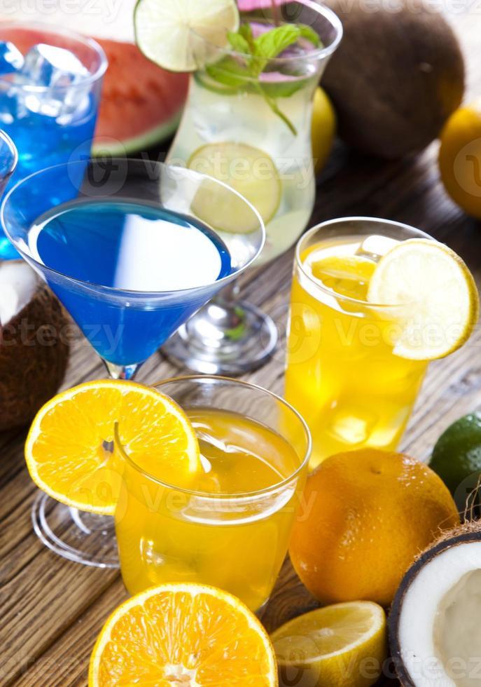 bebidas de álcool com frutas foto