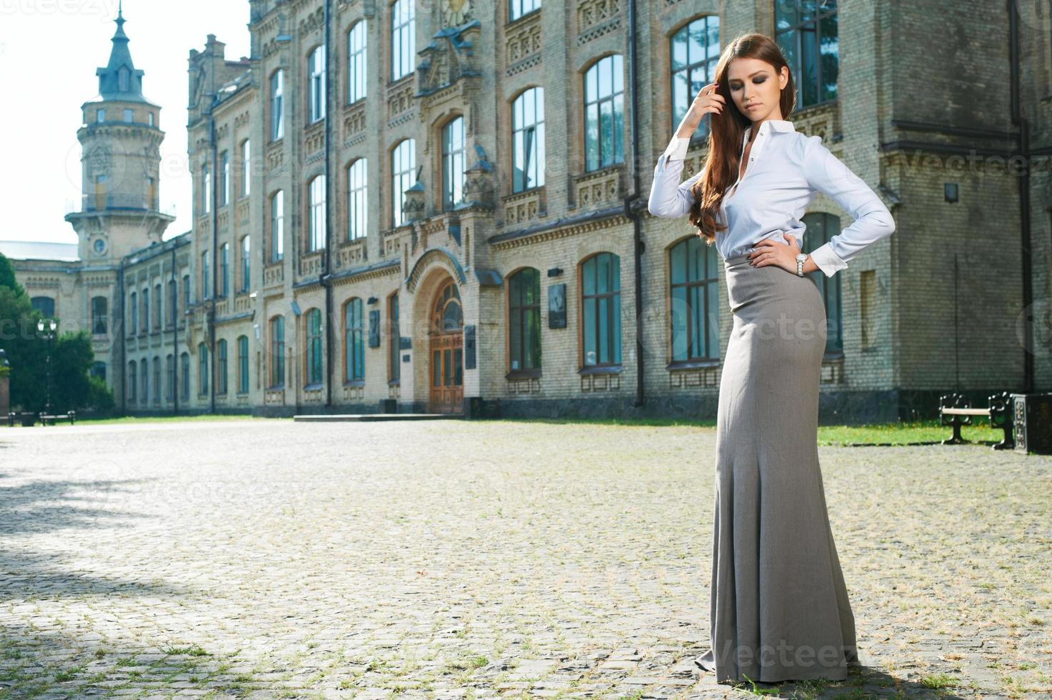 jovem mulher com roupa formal foto