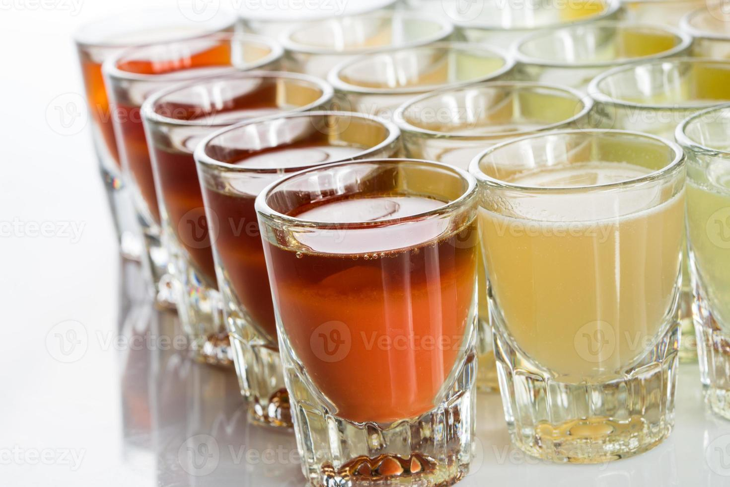 lindos copos de shot iluminados foto