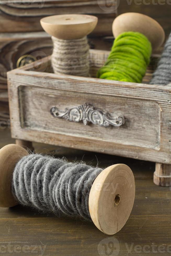 carretéis de fios de lã foto