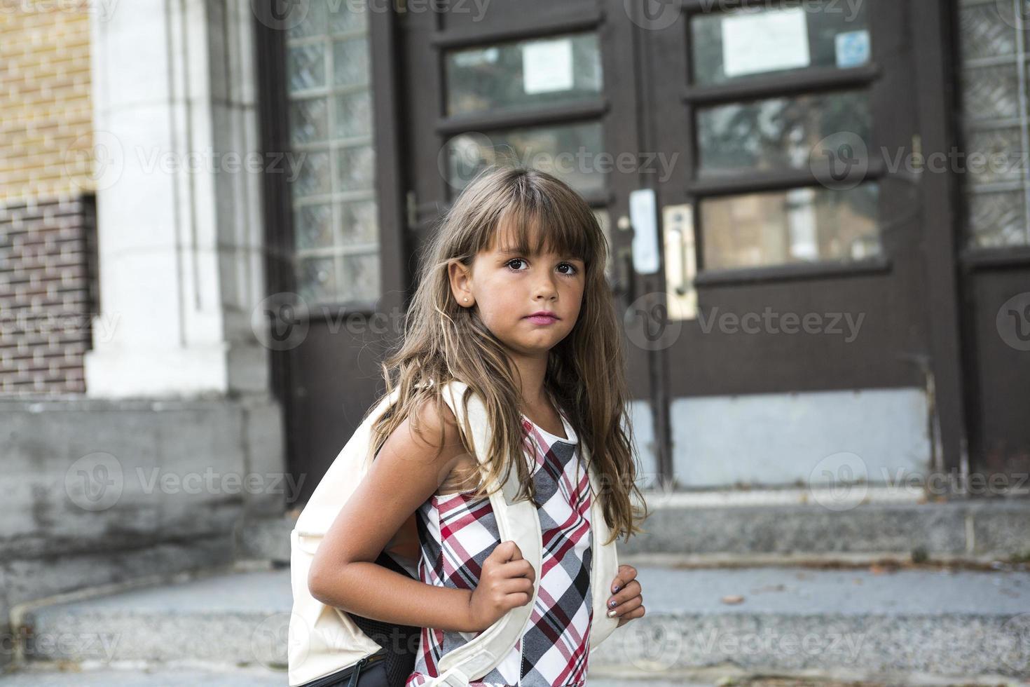 menina da escola de oito anos foto