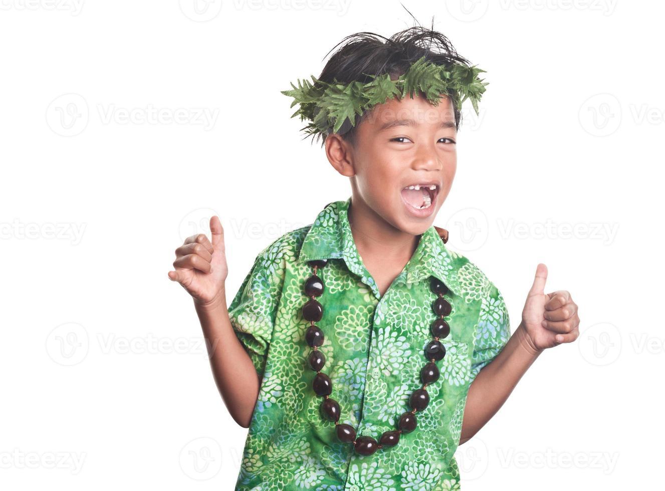 jovem macho espalhando aloha alegria foto