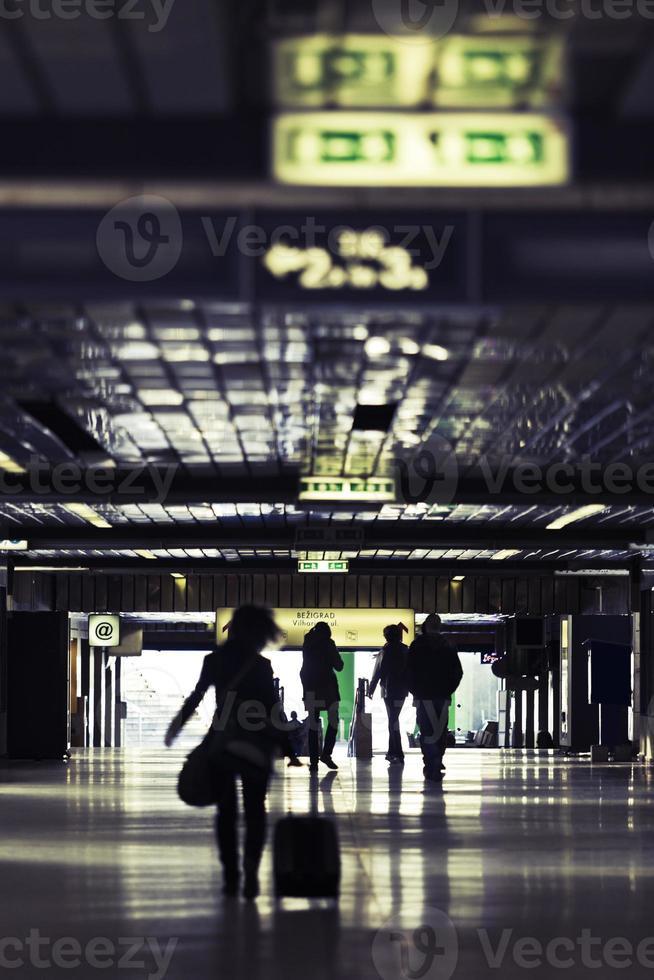 passagem da estação de trem subterrâneo foto