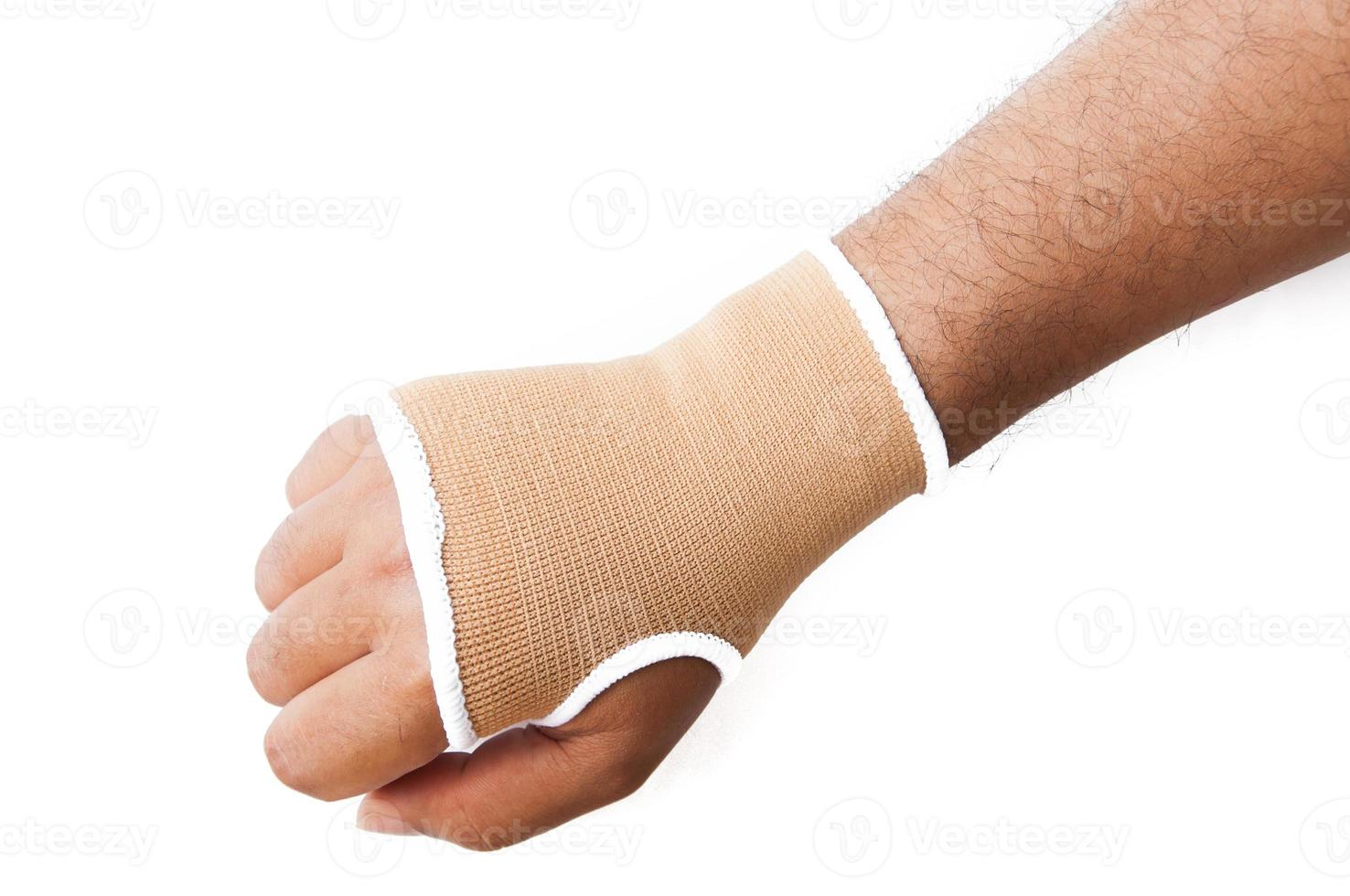 tala de mão close-up para tratamento de osso quebrado isolado no branco foto