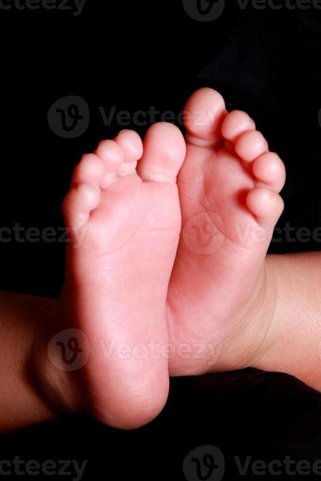 pé de bebê recém-nascido foto