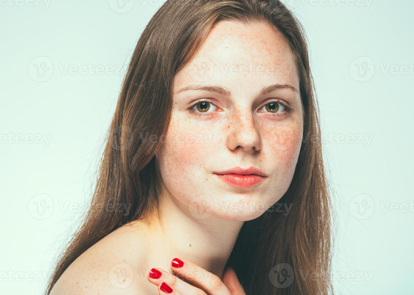 retrato de rosto de mulher bonita jovem foto