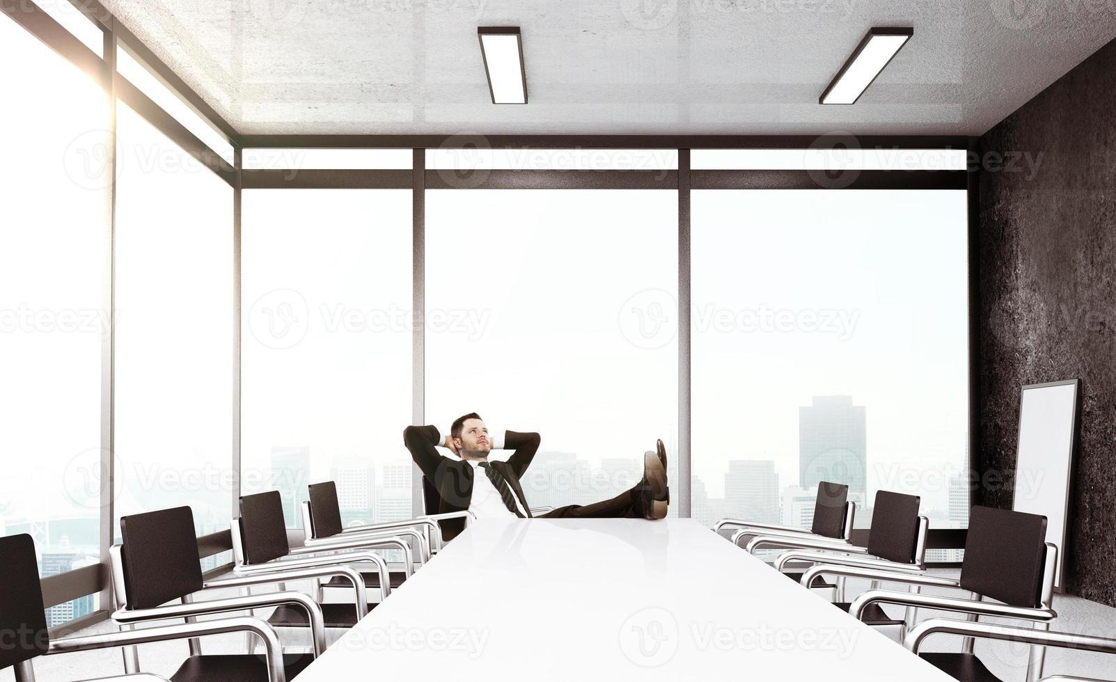 empresário relaxante foto