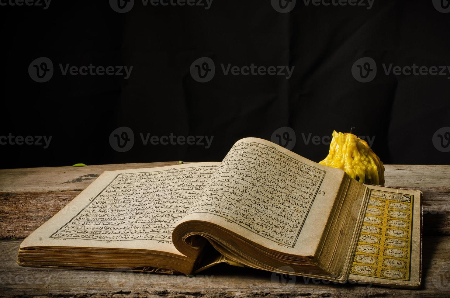 Corão - livro sagrado dos muçulmanos foto